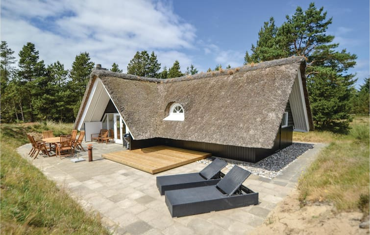 Holiday cottage with 3 bedrooms on 85m² in Blåvand