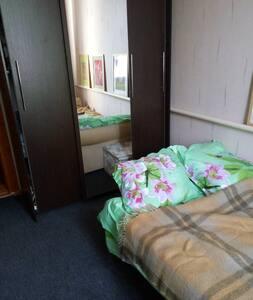 Комната в просторном доме со всеми удобствами - Elizavetinskaya