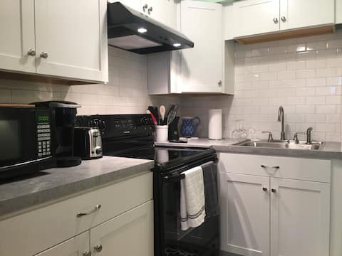 Walk to the Beach! Newly Remodeled, Comfy w/ Patio