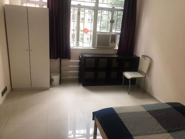 Bright and beautiful spacious room in Causeway Bay