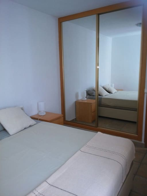 habitación doble con cama de 150cmx200cm