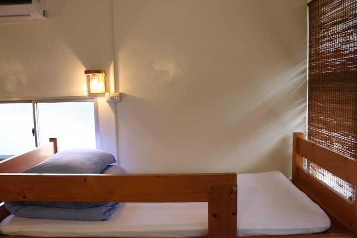 老寮背包空間─十人上下舖混合房/Mixed Dorm