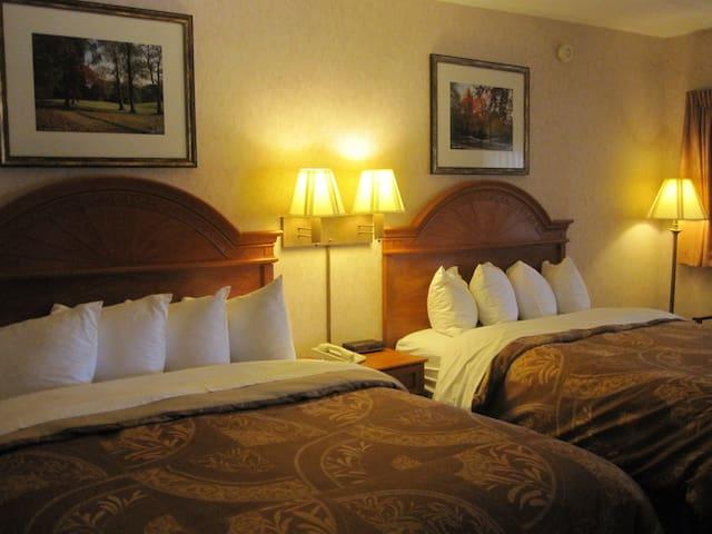 Dunlap 2 Queen Beds