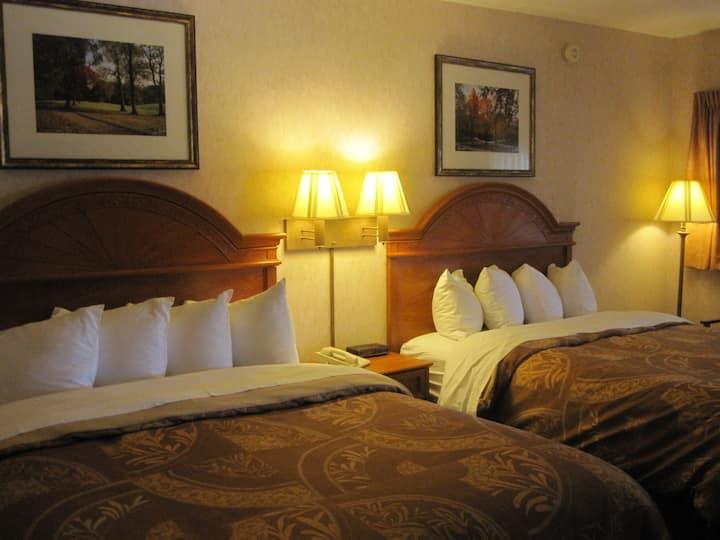 Dunlap 2 Queen Beds #1