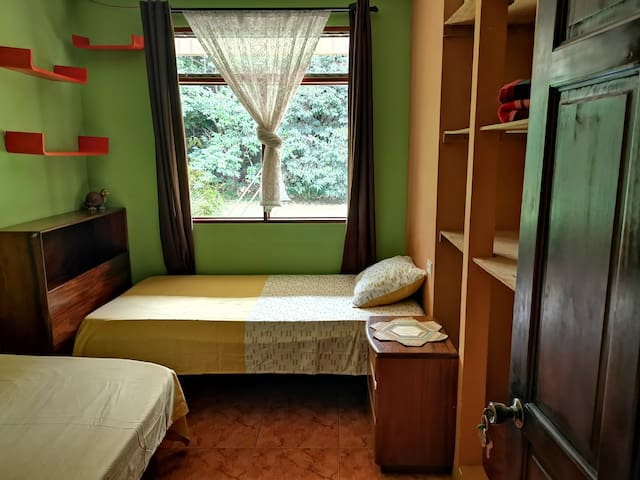 Private room   5 Minutes from the airport SJO