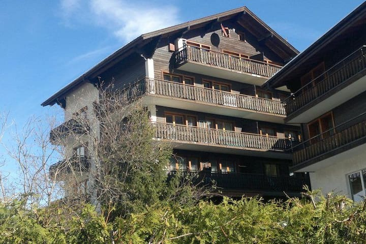 Ruim appartement in Grächen, met 3 balkons en fraaie uitzichten!