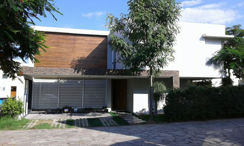 BEAUTIFUL AND MODERN HOUSE