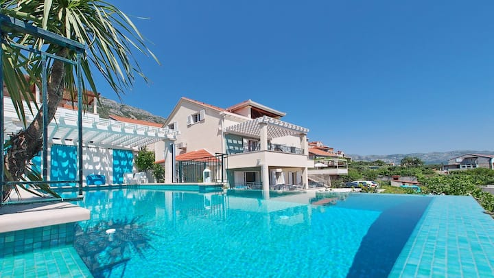 Luxury Villa Maslina ***** infinity swimming pool