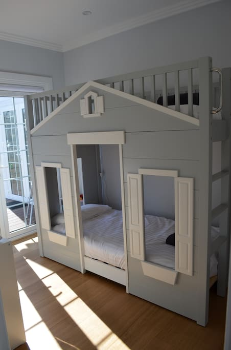 Kids room - house bunk beds