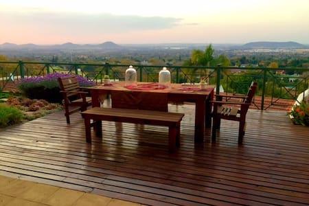 Luxury Central House with Mountain View Pretoria - Pretoria