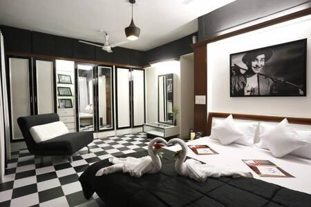 Bollywood Raj kapor room near Bandra Kurla Complex - Bombay