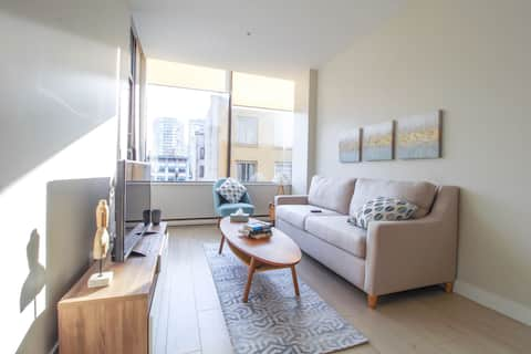 Beautiful Modern Unit in the Heart of Downtown