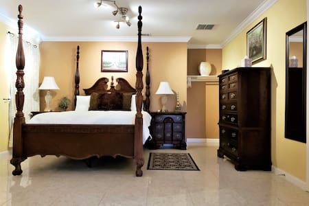 *PRIVATE SUITE W/ COVERED PARKING NEAR DFW AIRPORT