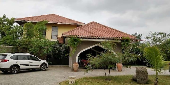 Luxurious 3-BR Villa