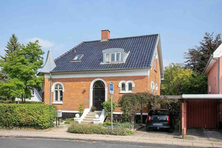 Skøn villa m. lukket have centralt i Odense