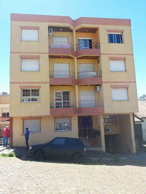 Apartamento com garagem e ar condicionado em Bagé