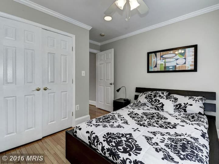 Lovely room on 2nd street, nw dc