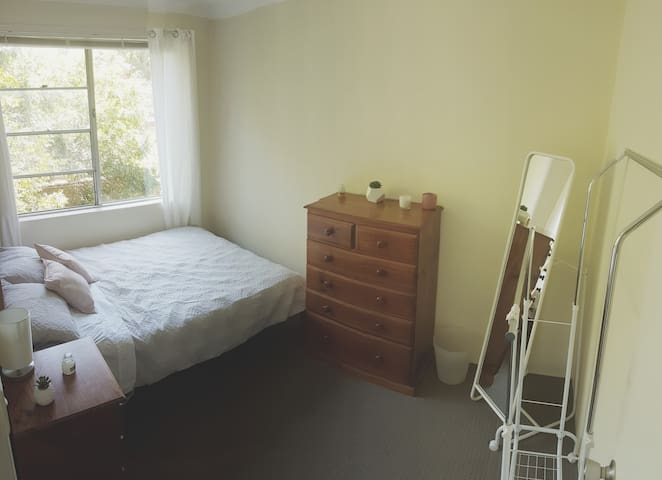Sunny, spacious queen room