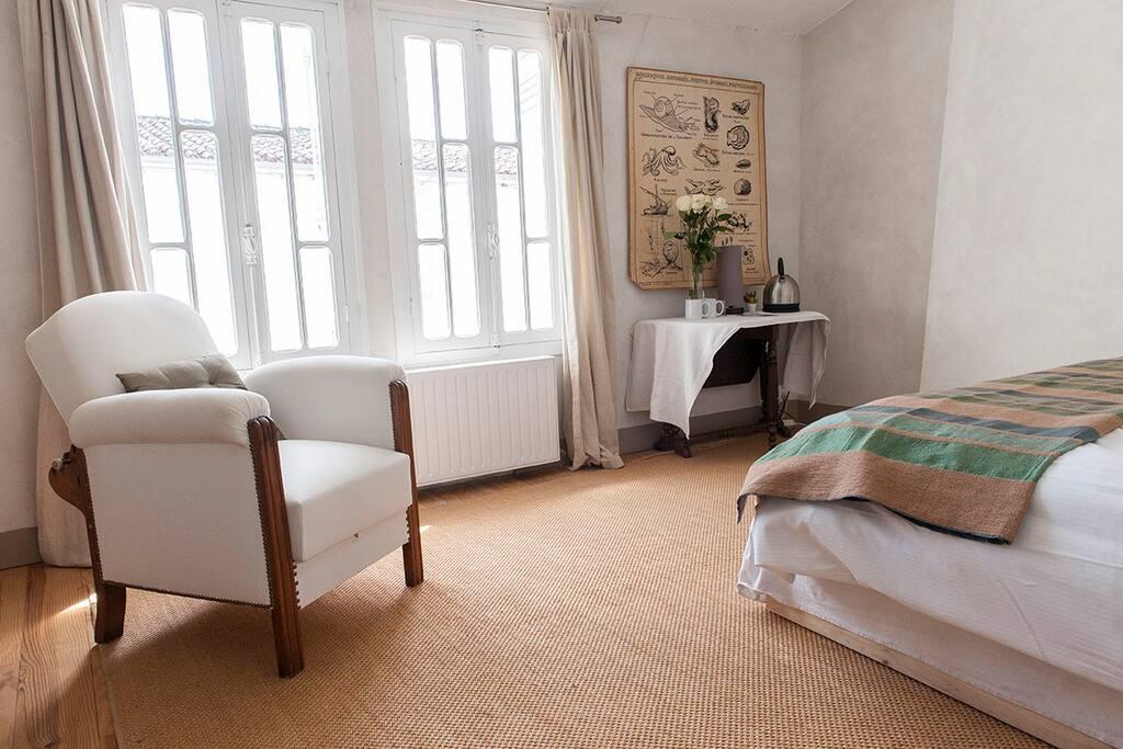 grande suite tv baignoire ile de r chambres d 39 h tes louer le bois plage en r poitou. Black Bedroom Furniture Sets. Home Design Ideas