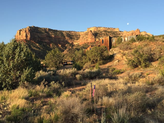 5200 SqFt Co Nat'l Monument Unobstructed Views - Grand Junction - House