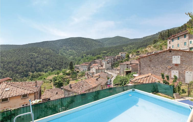 Holiday cottage with 3 bedrooms on 103m² in Ruota -LU-