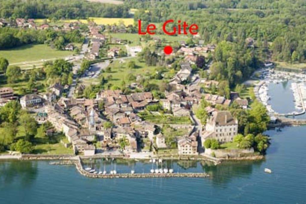C'est ici... à 500 m du Lac Léman et du centre du village médiéval