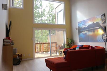New Modern Mountain retreat - stateline - 連棟房屋