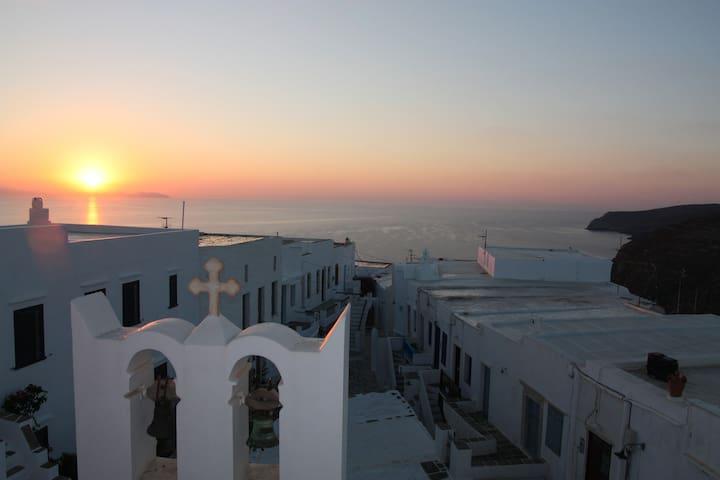 Un balcon sur la mer Egée SIFNOS CYCLADES KASTRO - Milos - House