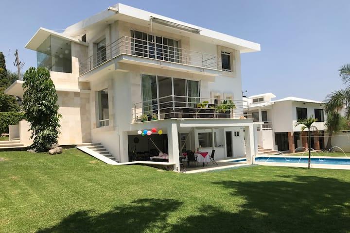 Casa Tulipanes Lomas de Cocoyoc* Lujosa y  moderna