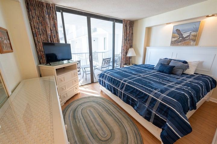 ⭐TWO BEDROOM Ocean Views, High Floor ,Ocean Annies 60% Off!