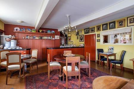Herberg uit 1760 uniek logeren van 2 tot 6 pers - Kloosterburen - Huis