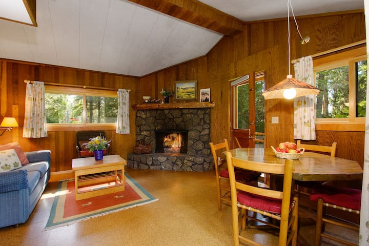 Ponderosa Cabin at House on Metolius