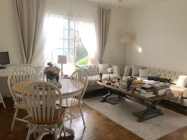 Charming French country apartment - Beverly Hills - Appartement