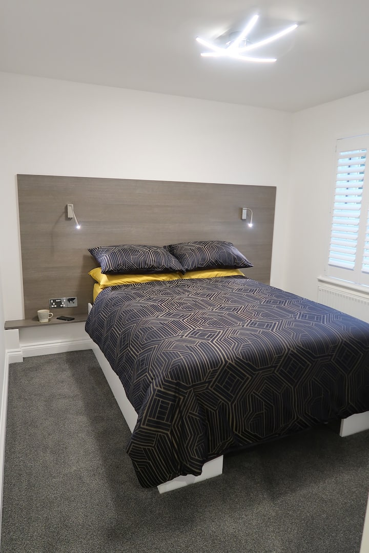 ***Spotless, Bright 1 Double Bed Apartment***