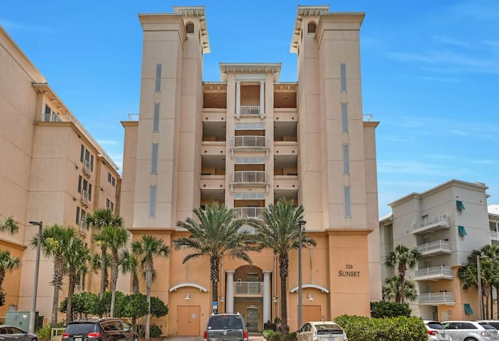 Carillon Sunset 201-Luxury Unit w/spectacular Lake Carillon view 3 bed 3.5 bath