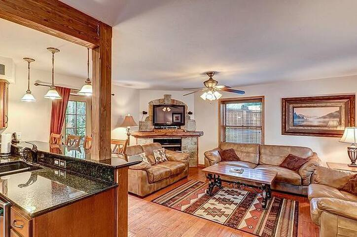 Great SFHome in Downtown Breck walk to everything!