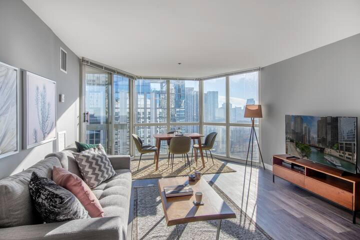 Cozy Gold Coast 1BR w/ Gym, Pool, walk to Mag Mile by Blueground