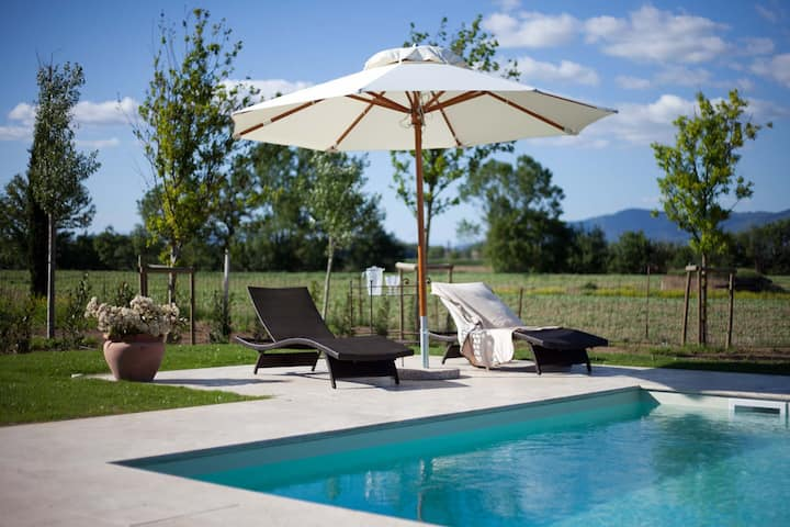 Luxury country house with private pool & garden By Altido