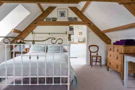 The Loft - gorgeous rural hide-away near Llandeilo