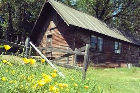 "Crater Lake ""Bunkhouse"" on 100 acre ranch & trails - Prospect - Cottage"