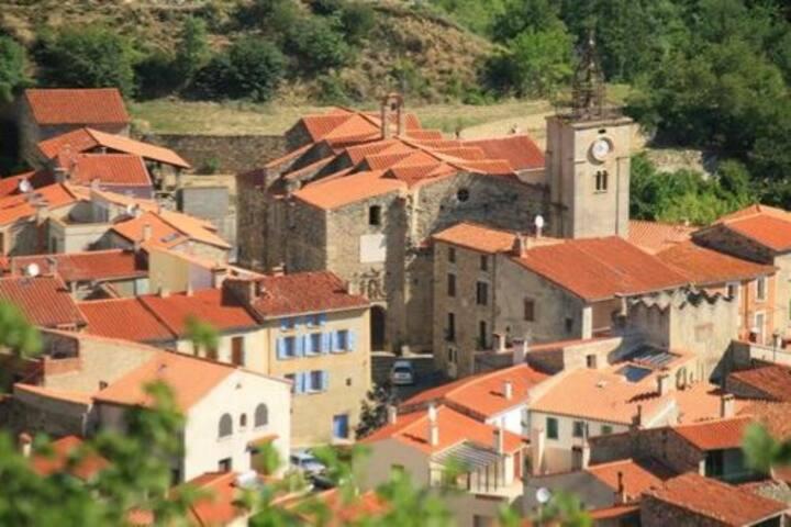 Location d'une maison de pierres à  Prades