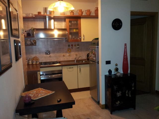 Elegant Apartment with Terrace, EUR Torrino