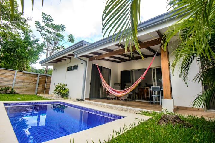 Modern villa with pool, 2 minute walk to the beach