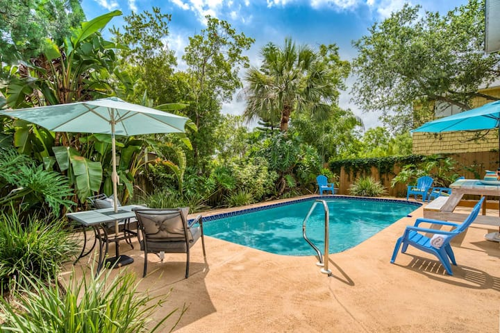 Beachy Chic House-  Private Heated Pool, Covered Deck, 10 min. walk to Beach, River Boat Ramp 1 mi.