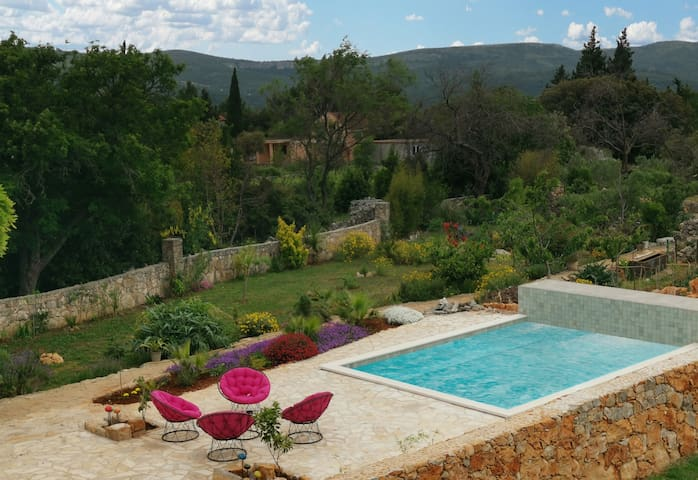 Charming Cottage With Garden and Swimming Pool