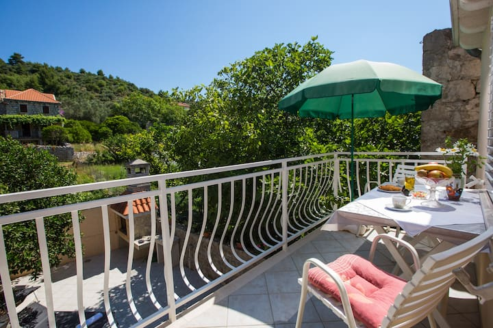 Charming Sunny Family Apartment - Šipanska Luka