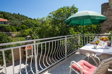 Family apartment with balcony, village center - Šipanska Luka - อพาร์ทเมนท์