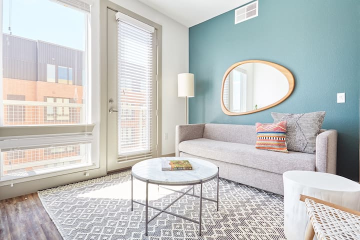 Sonder | East 5th | Stunning 1BR + Pool