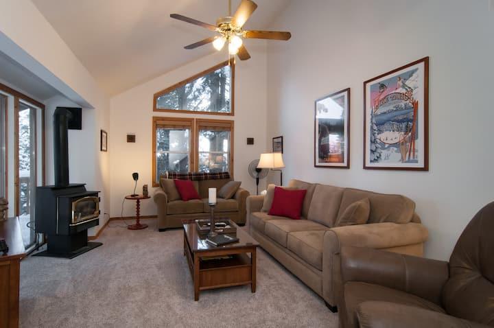 Cozy Hillside Cabin in Tahoe Donner