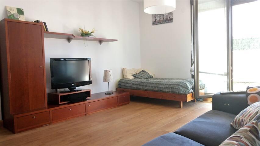 Salón, con una cama individual